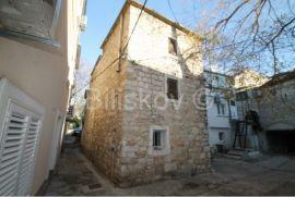 Kaštela, Kaštel Kambelovac, kamena kuća svega 40m od mora, Kaštela, Σπίτι