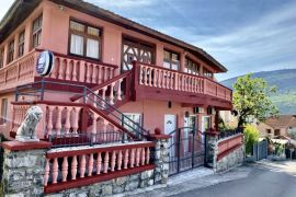 Prodajem kuću u herceg novi 100m od mora POVOLJNO!!!, Herceg Novi, Haus