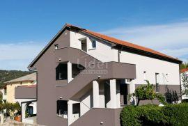 Supetarska Draga , kuća sa 9 apartmana , 100 m od mora, Rab, House