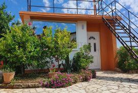 Prekrasna samostojeća kućica sa garažom i vrtom na odličnoj lokaciji, Fažana, Maison