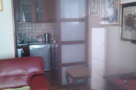 Lep,funkcionalan stan u Borci, Beograd, Stan