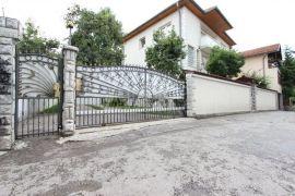 Kuća sa dvorištem i garažom, Bjelave, Sarajevo Centar, بيت