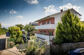Kuća 339 m2, 2 velika stana,Dobrinj, Dobrinj, Ev