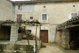 Salambati, kamena kuća u nizu + građevinski teren, Svetvinčenat, Kuća