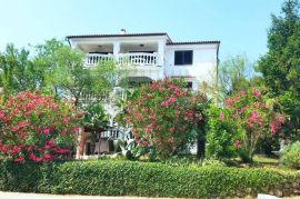 Komforna vila odlična za investicuju u turizmu,Malinska!Prodaja kuća Malinska!, Malinska-Dubašnica, House
