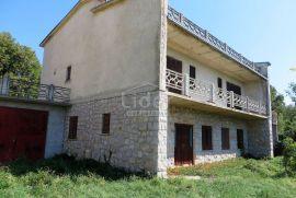 DONJI ZAGON Samostojeća kuća 450 m2 s 1500 m2 zemljišta, Novi Vinodolski, Famiglia
