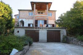Hreljin, samostojeća kuća 220 m2, tri stabmene jedinice 860 m2 zemjišta, Bakar, بيت
