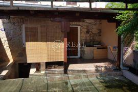 Krk- Gabonjin, kuća P+1, 75 m2, Dobrinj, Casa