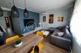 Moderno namješten stan za najam 48 m2,1S+DB,terasa,parking, Rijeka, Wohnung