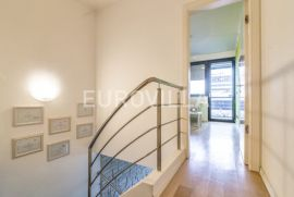 Špansko Nova Galerija trosoban dvoetažan stan 1 i 2 kat 81 m2, Zagreb, Apartamento