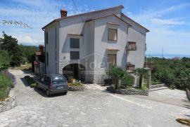 RIJEKA, 350m2 poslovno-stambeni objekt na 2.700m2 okućnice, Rijeka, Casa