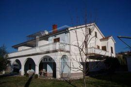 Otok Krk, samostojeća kuća 584 m2, Malinska-Dubašnica, Famiglia