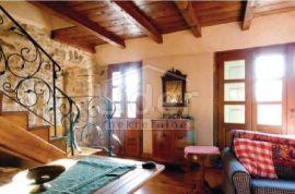 Kuća Kras, na Otoku Krku, Dobrinj, بيت
