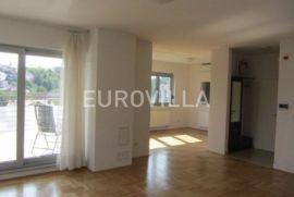 Bukovačka četverosoban polunamješten stan 120 m2 za najam, Zagreb, Apartamento