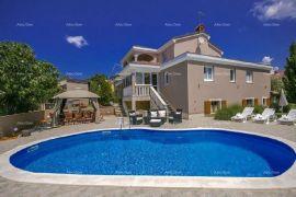 Kuća Višnjan, samostojeća kuća sa bazenom., Poreč, Famiglia