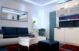Izdajem apartman u centru Bara