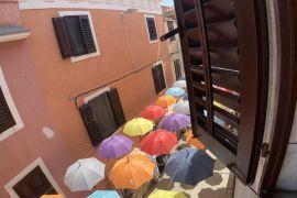 Stan s garažom i terasom u centru Novigrada, Novigrad, Wohnung