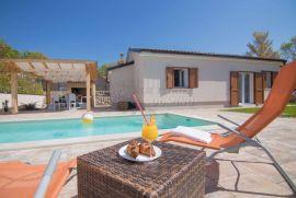 Prekrasna novogradnja s bazenom u okolici Dobrinja!Prodaja kuća otok Krk!, Dobrinj, Kuća