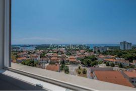 Trosoban stan sa panoramskim pogledom na more, Pula, Pula, Appartamento