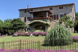 Kamena istarska kuća s prekrasnom okućnicom, Grožnjan, Haus