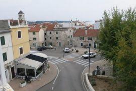 Poslovno-stambeni objekt u centru Vodica, Vodice, Kuća