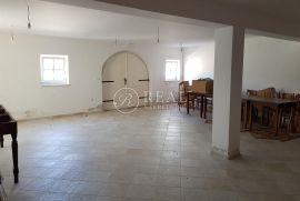 Nerezine, sami centar mjesta, 70,5 m2 za uređenje po vlastitim željama, Mali Lošinj, شقة