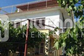 Crikvenica, samostojeća kuća s garažom i okućnicom, Crikvenica, Maison