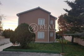 Novi Vinodolski, samostojeća kuća P+1, 230m2, Novi Vinodolski, Casa