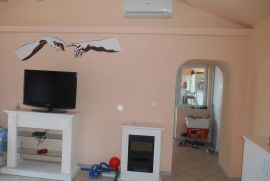 Adaptirana starina  170m2,sa dva stana,parking, Rijeka, House