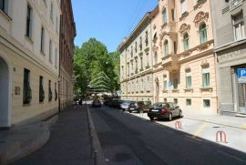 Strogi centar, 250 m2, 3. kat, za uređenje, mogućnost lifta, Zagreb, Flat