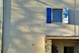 Smoljanci, adaptirana kuća zadnja u nizu sa lijepim dvorištem., Svetvinčenat, Casa