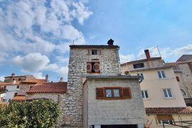 Bale, prostrana kamena kuća u starogradskoj jezgri na 4 etaže, Bale, Casa