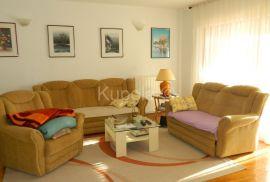 Vinkuran, apartmanska kuća - moguća kupnja 2 etaže sa 3 apartmana, Medulin, Kuća