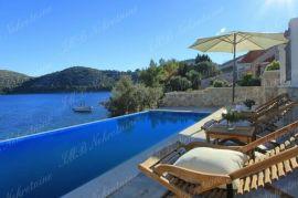 Vila 220 m2 s bazenom na zemljištu 610 m2 prvi red uz more – Dubrovnik otoci, Dubrovnik, Дом