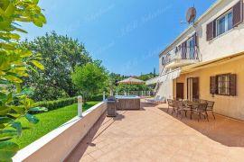 Atraktivna kuća 194,38 m2 okružena zelenilom na poželjnoj lokaciji nadomak Dubrovnika, Dubrovnik - Okolica, Famiglia