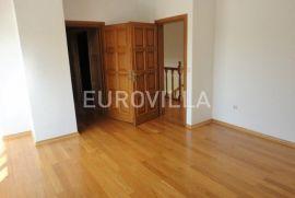 Gračani, prekrasna obiteljska villa 750 m2, Zagreb, Дом