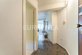 Mlinovi, Graščica luksuzno uređen trosoban stan na 3. katu + garaža, Zagreb, Apartamento