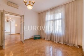 Zrinjevac luksuzan stan 180m2 na 2 katu, Zagreb, Appartment