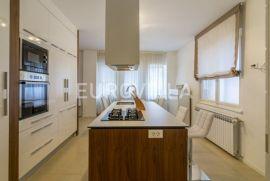 Buconjićeva, Pantovčak, dvosoban 97 m2 prekrasno uređen i moderno namješten stan za najam, Zagreb, Appartamento