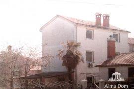 Kuća Kuća s apartmanima u centru Premanture, Medulin, Kuća
