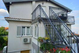 Prodaja dvije etaže u kući na Donjem Zametu s garažom, poslovnim prostorom i parkingom, Rijeka, Kuća