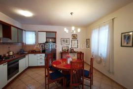 Solin obiteljska kuća + građevinsko zemljište - top ponuda, Solin, Kuća