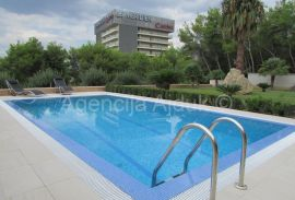 Split Podstrana luksuzna vila sa 8 stanova i bazenom, Podstrana, Casa