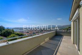 Split, Strožanac, prekrasna kuća 250 m2, Podstrana, Σπίτι