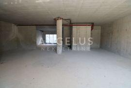 Split, Mejaši - roh bau posl. prostor sa osiguranim parkingom, 128 m2, Split, Poslovni prostor