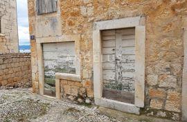 Brač, Sutivan - kamena kuća uz more za renovaciju, Sutivan, بيت