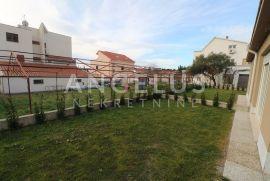 Kaštel Lukšić - dvoetažni stan u novogradnji sa vrtom i 2 parkirna mjesta, Kaštela, Daire