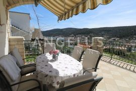 Marina, Trogir, kuća sa pogledom na more i velikom okućnicom, Marina, Casa