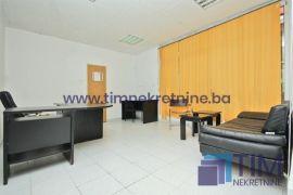 Nenamješten poslovni prostor 28m2, naselje Grbavica, Poslovni prostor