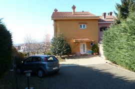 Viškovo, dvojna kuća, uređena, garaža, vrt, prekrasan pogled!, Viškovo, Σπίτι